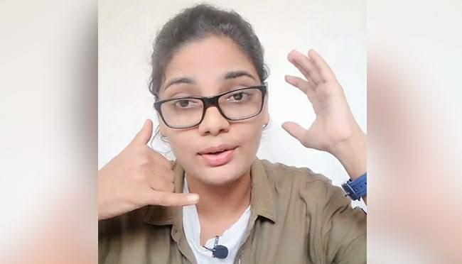 Neha Singh Rathore pic